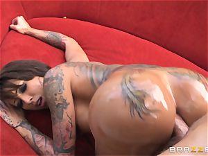 tattooed diva Bella Bellz assfuck by the pool