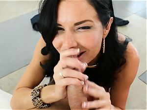 filthy mummy Veronica Avluv takes it in her bootie making her drizzle