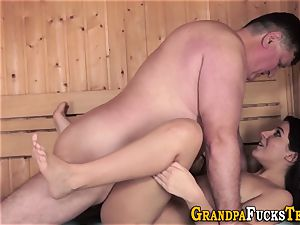 nubile gets oral from oldy
