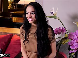 killer Latina gets an softcore rubdown