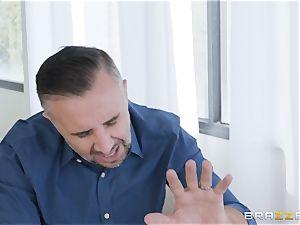 Keiran sinks his schlong nut sack deep into Sofi Ryan