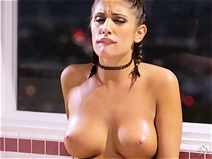 August Ames and Cassidy Klein bathtime fun