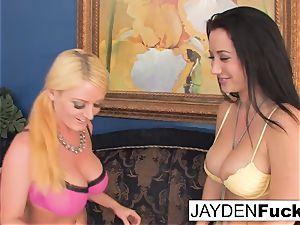 Jayden likes to munch Sophie's vagina