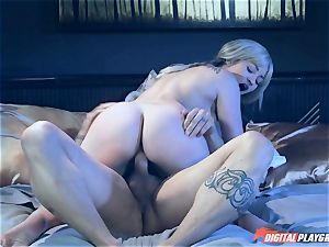 Dani Daniels riding in switch sides cowgirl