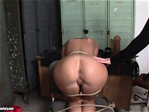 Kathia Nobili lets a super-hot woman fellate her cable on