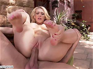 obscene buxom blondie Kagney Linn Karter gets banged outdoor