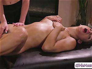 adorable Abella Danger gets her gash tongued by massagist Haley Reeds