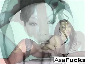 beautiful Asa Akira Plays With Her wet poon