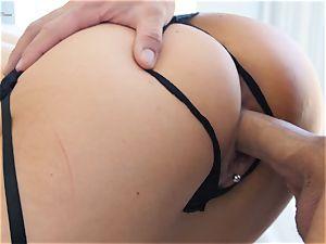 torrid cougar Jasmine Jae boned deeply by yam-sized wood