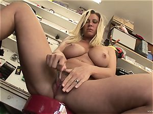 steamy Devon Lee likes teasing her jiggly humid love button
